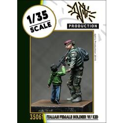Italian female soldier - Scale 1/35 - Djiti - DJS35061