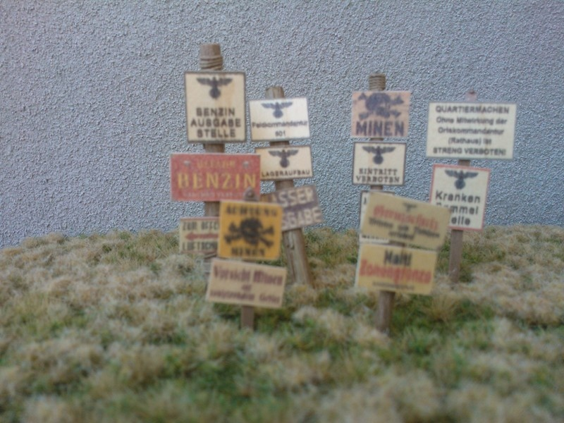 Reality in Scale Wooden Signs WWII - Germany Set 2 - 21 signs & poles - Reality in Scale - RIS 35228