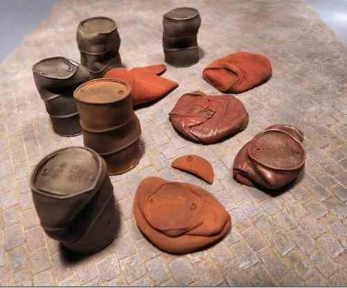 Reality in Scale Crushed & Dented US Fuel Drums WWII - 11pcs - Reality in Scale - RIS 35215