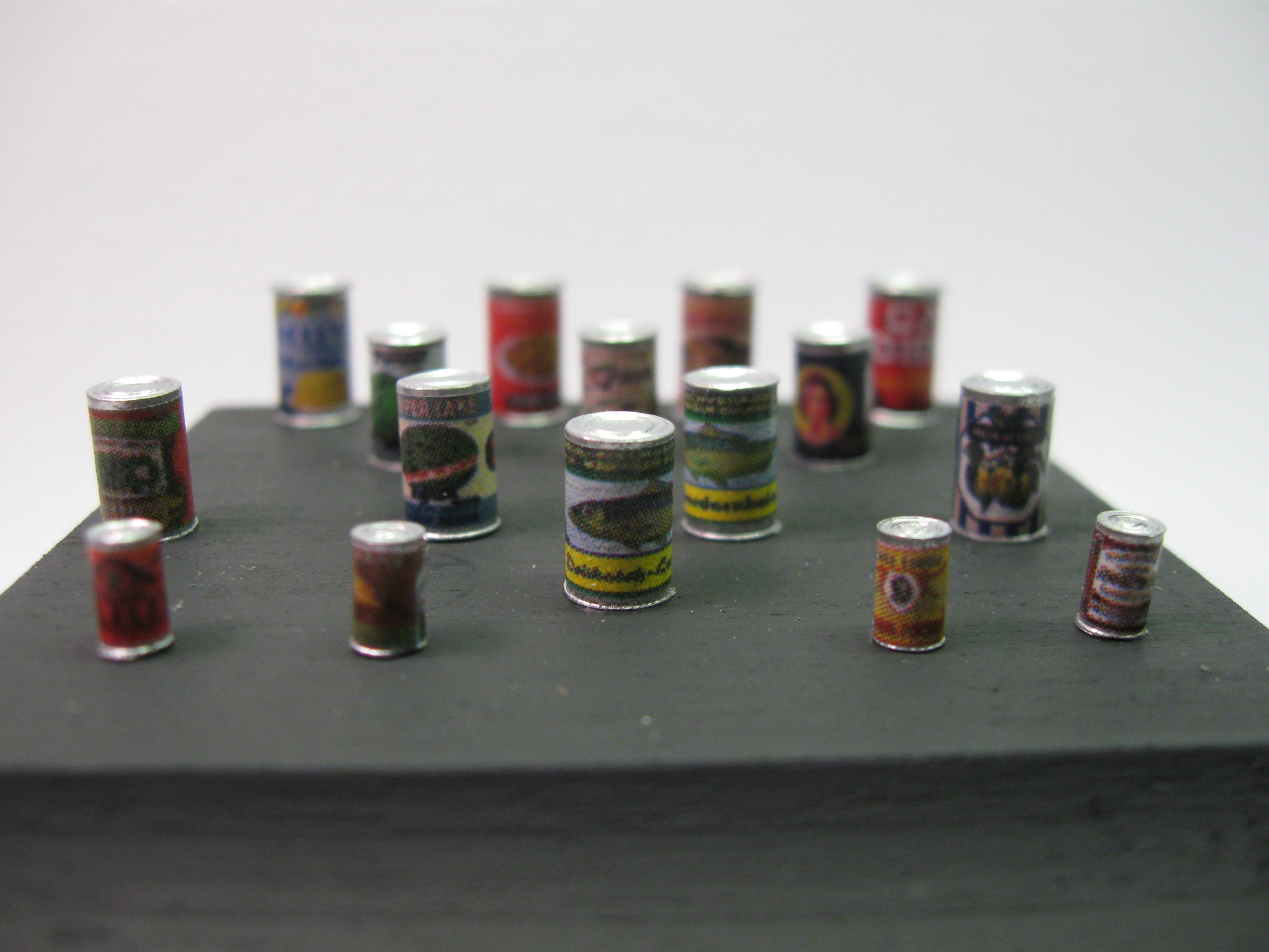 Reality in Scale Small Food Cans with Labels - 16 resin pcs. & decals - Reality in Scale - RIS 35168