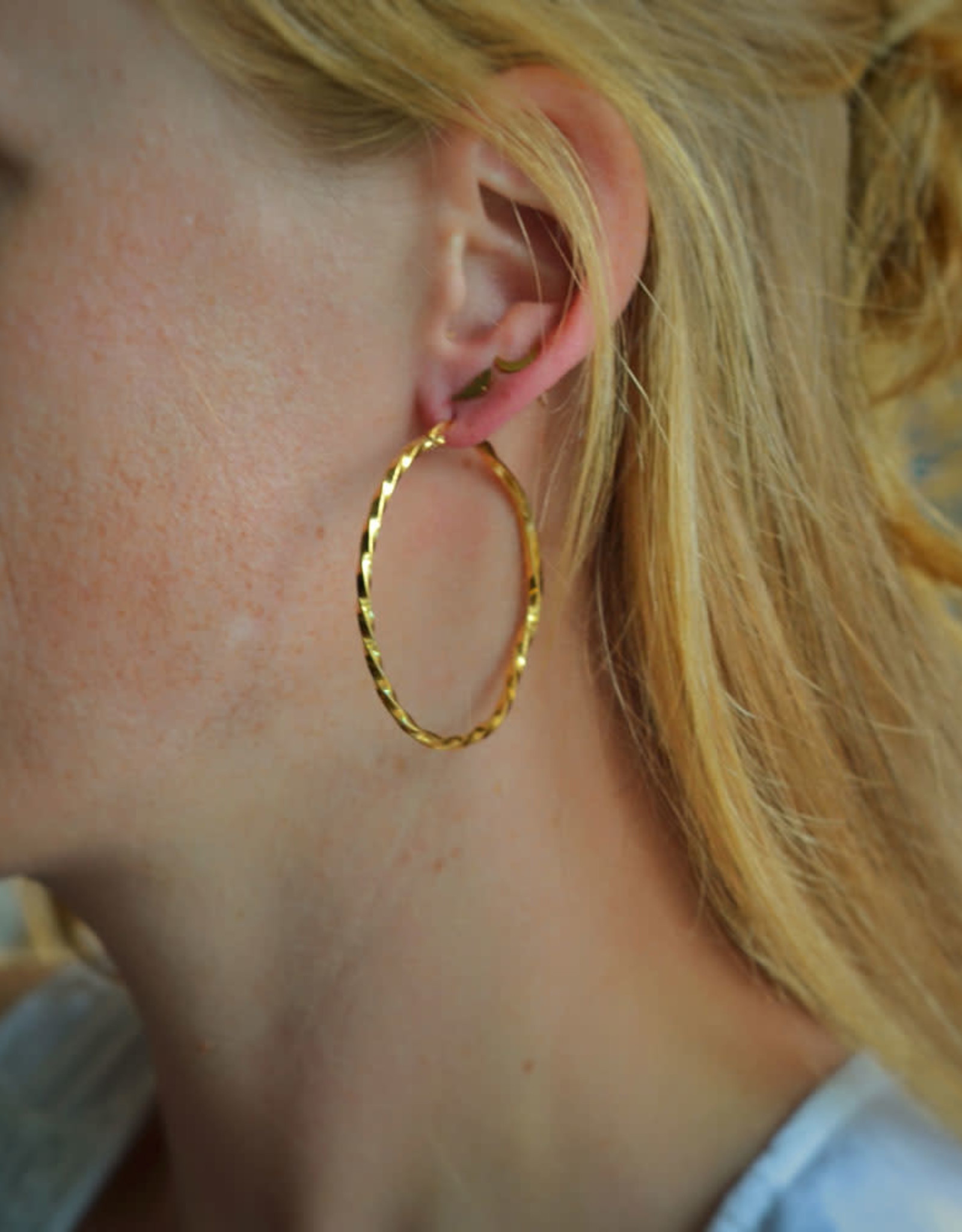 Twisted hoops gold