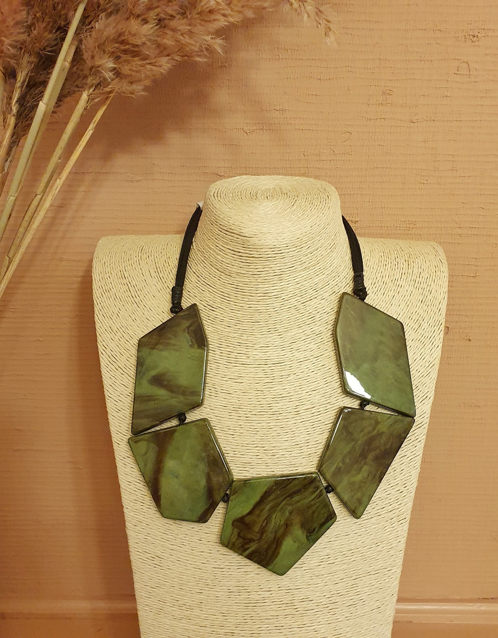 Resin necklace duro green