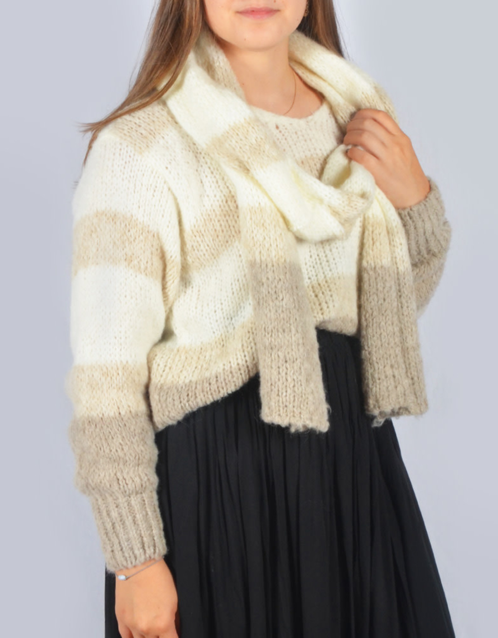 Snow sweater with scarf