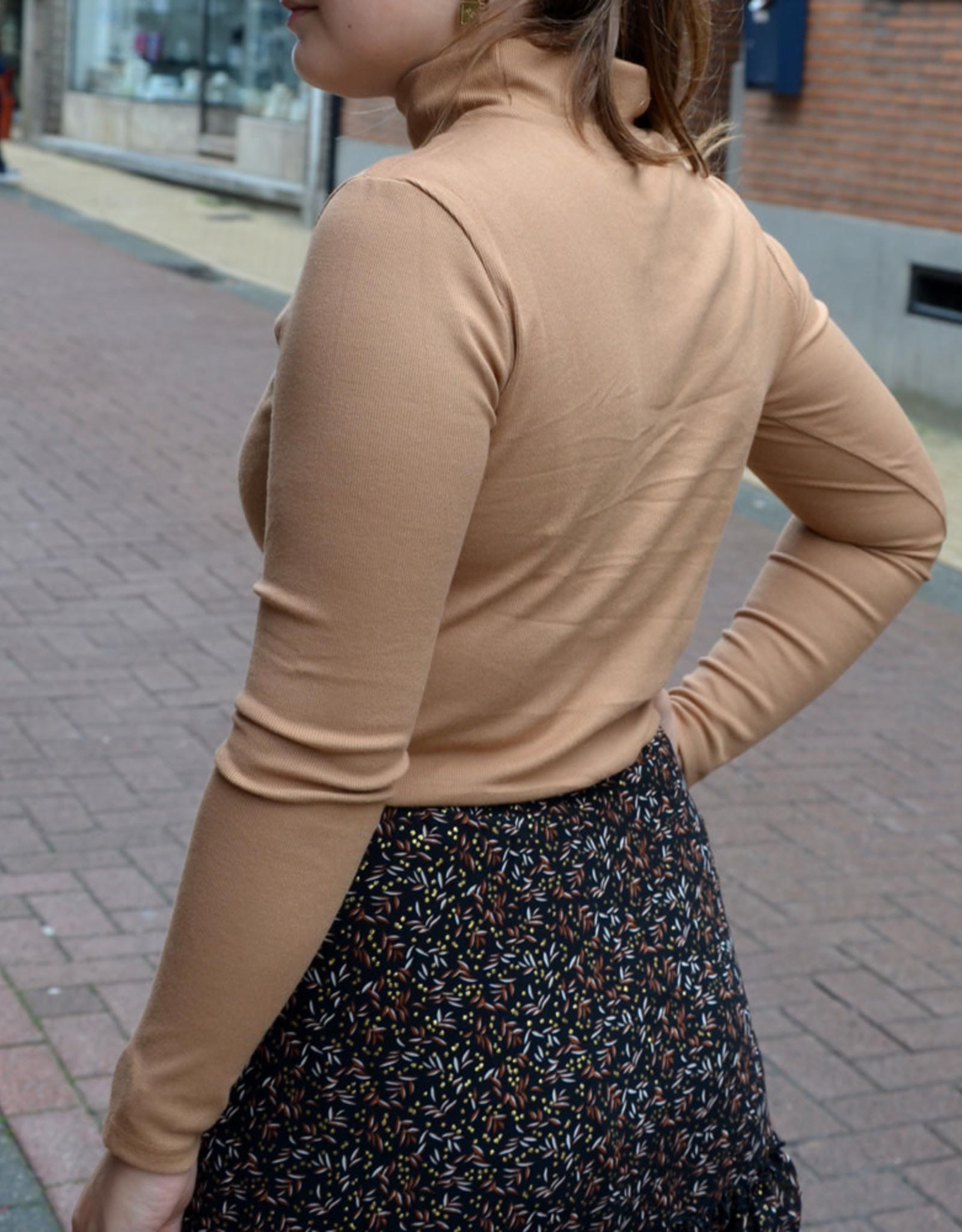 Beige col sweater