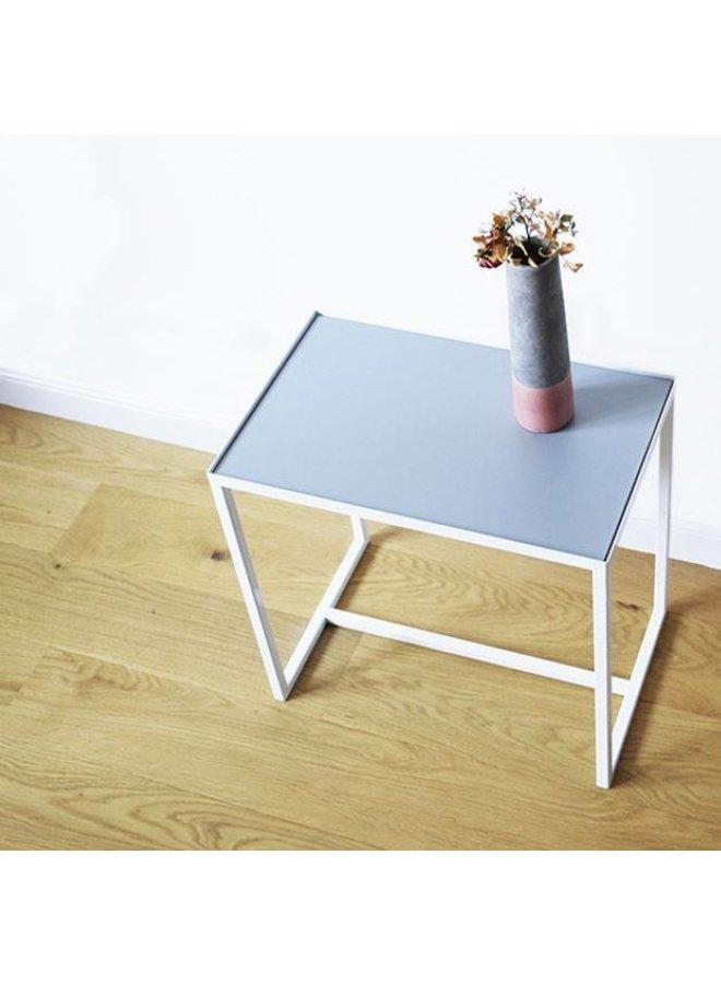 """Design-Beistelltisch """"ELAIS - weiß/betongrau"""" von Cheese Department"""