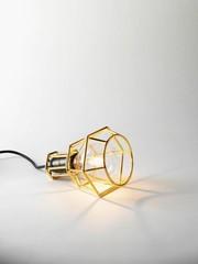 Moderne Lampen mit Drahtgestell