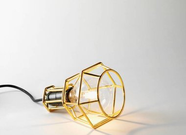 Lampe mit Drahtgestell