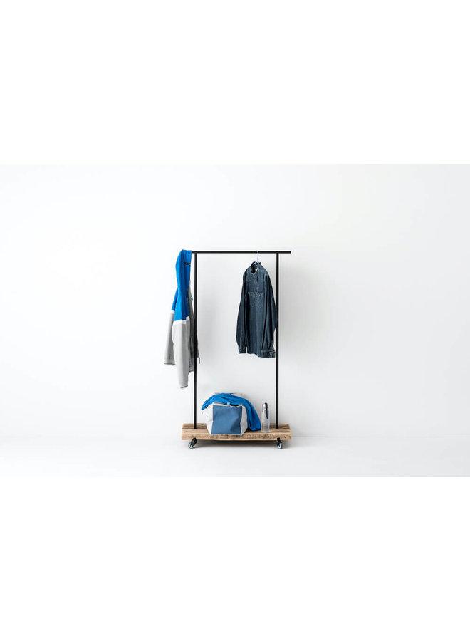 Design-Kleiderstange Altholz 01 von weld & co