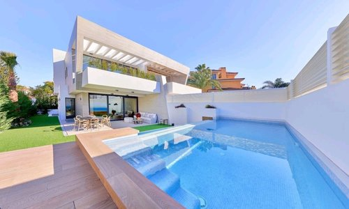 Building a swimming pool in Spain