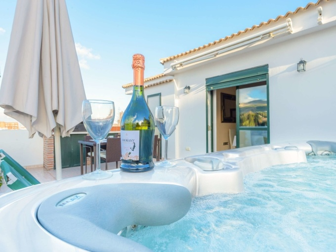 A jacuzzi on your terrace. Here's what to look out for!