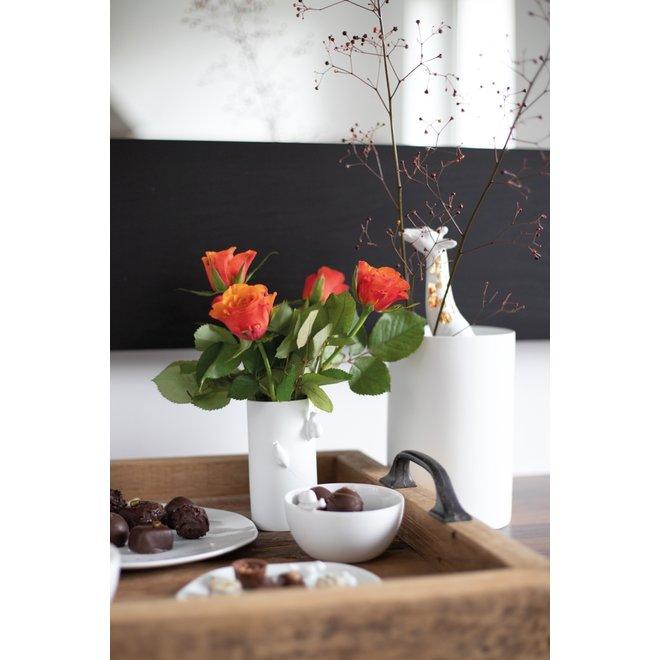 Schaaltje met porseleinen bloem