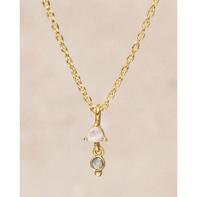 Muja Juma - ketting - triangle with pendant white moonst. gold pl.
