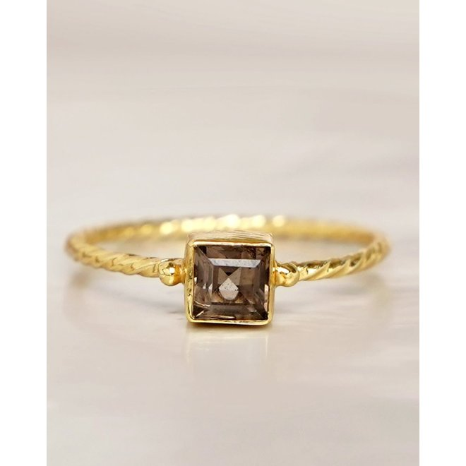 Muja Juma - Ring - size 52 smokey q. square hammered gold pl.