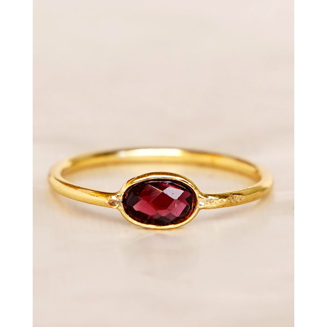 Muja Juma - Ring - size 54 garnet basic oval gold pl.