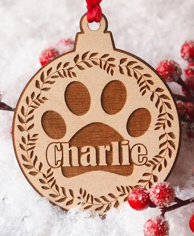 """Houten Ornament """"Hondenpoot met Naam"""""""