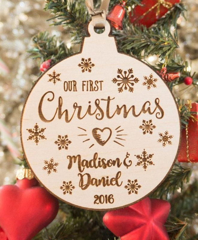 """Houten Ornament """"Our First Christmas"""""""