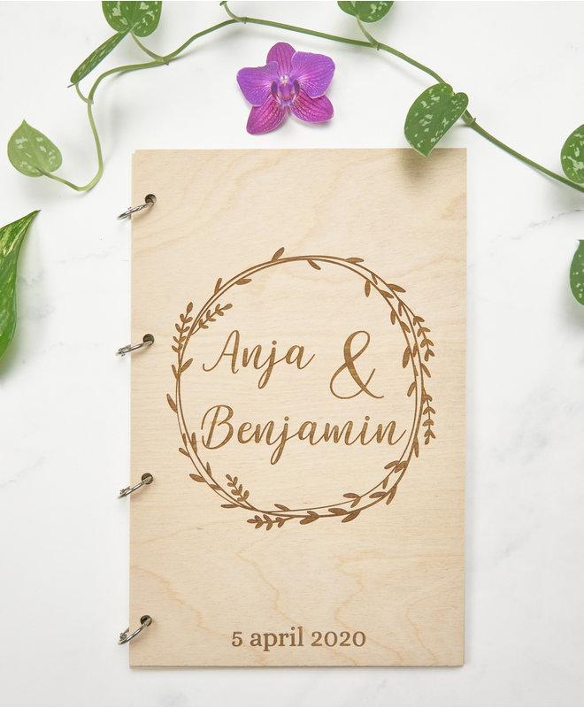 Houten Gastenboek Bruiloft - Krans met voornamen en trouwdatum