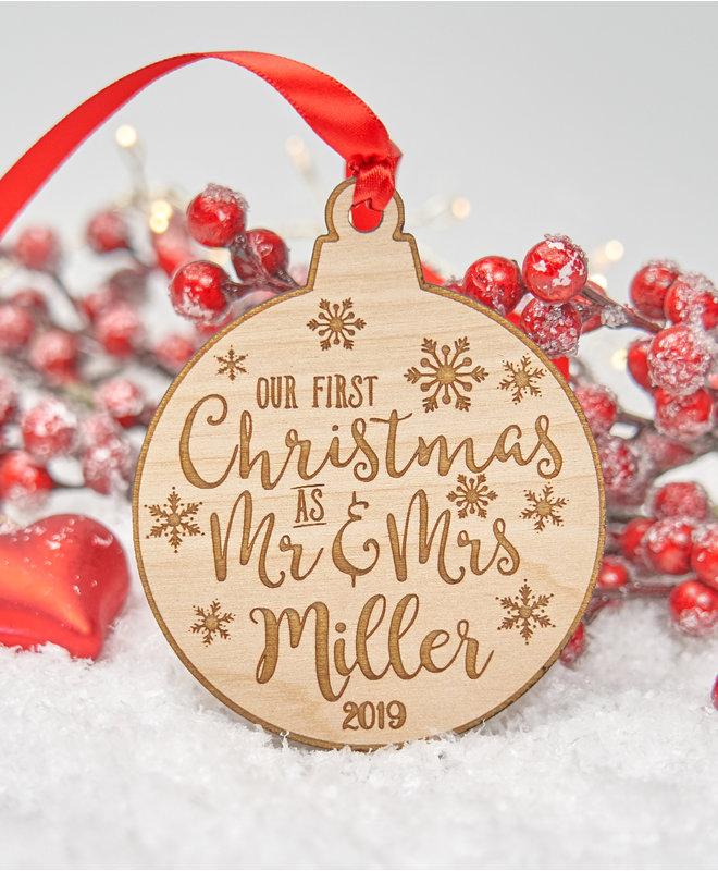 """Houten Kerstbal """"First Christmas as Mr & Mrs"""""""