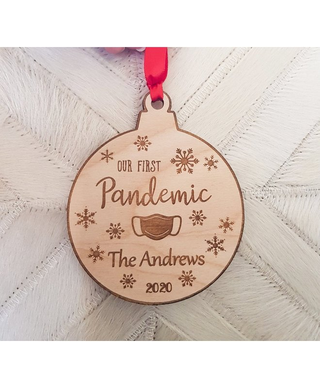 Houten Kerstbal - Our First Pandemic Corona