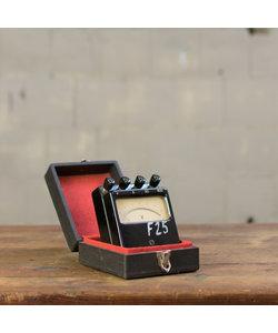 Oude voltmeter