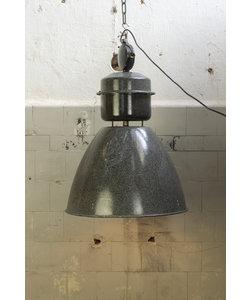 Oude fabriekslamp 'Vestec' Origineel emaille