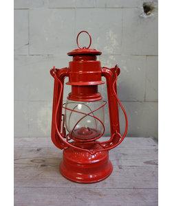 Vintage petroleumlampje/ stormlantaarn rood