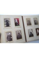 """[Fotografica] - Photo album [Ladies, gentlemen, Catholic clergy and nuns. With handwritten]: """"Souvenir de mon [...] Oncle"""""""