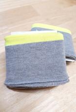 Poppy designed for you Cuff grijs met neon gele rand - Poppy