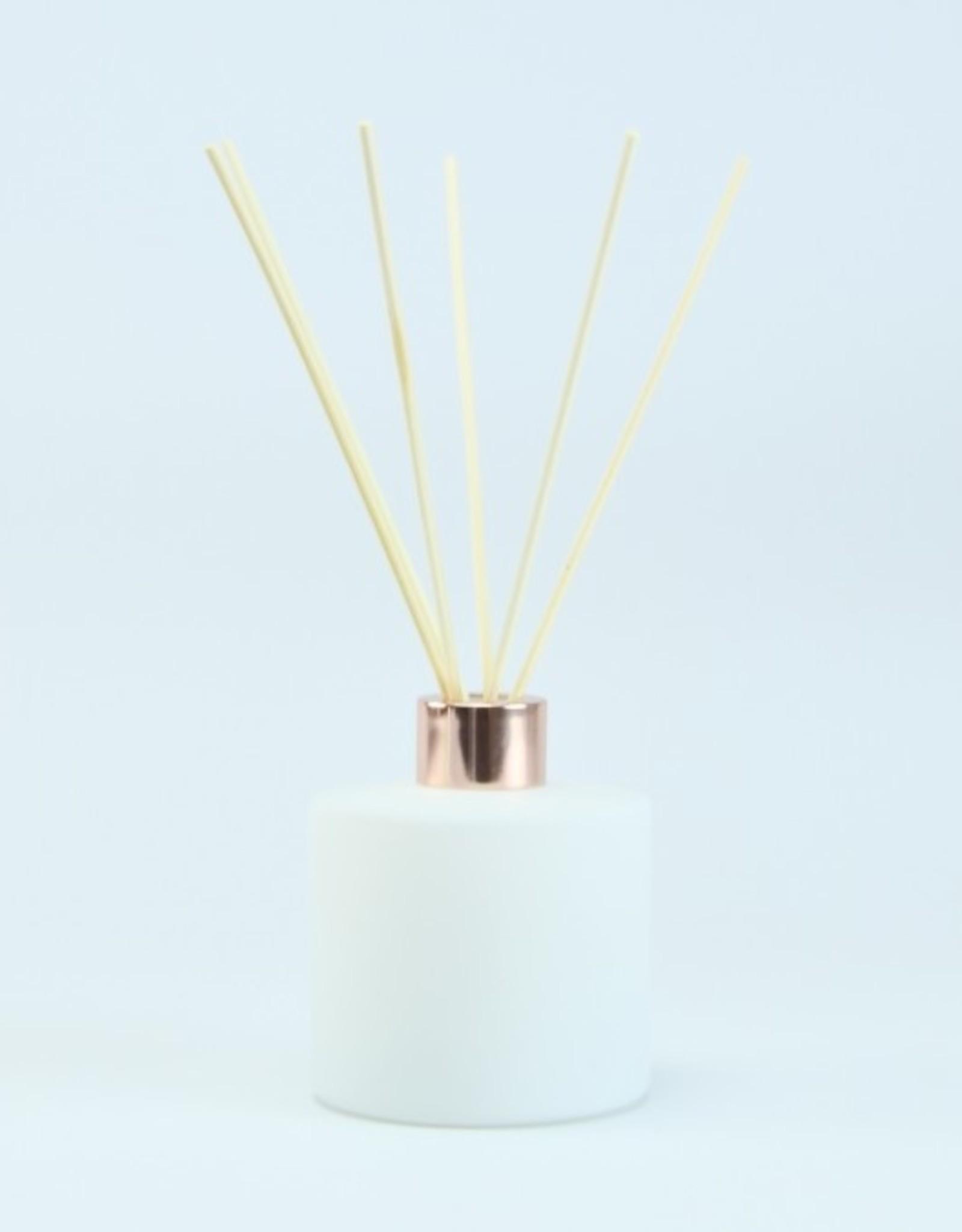 Parfumfles cylinder wit met roségold schroefdop 200ml - incl. geurstokjes