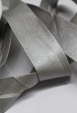 Biais metallic 30mm op rol col.82 zilver