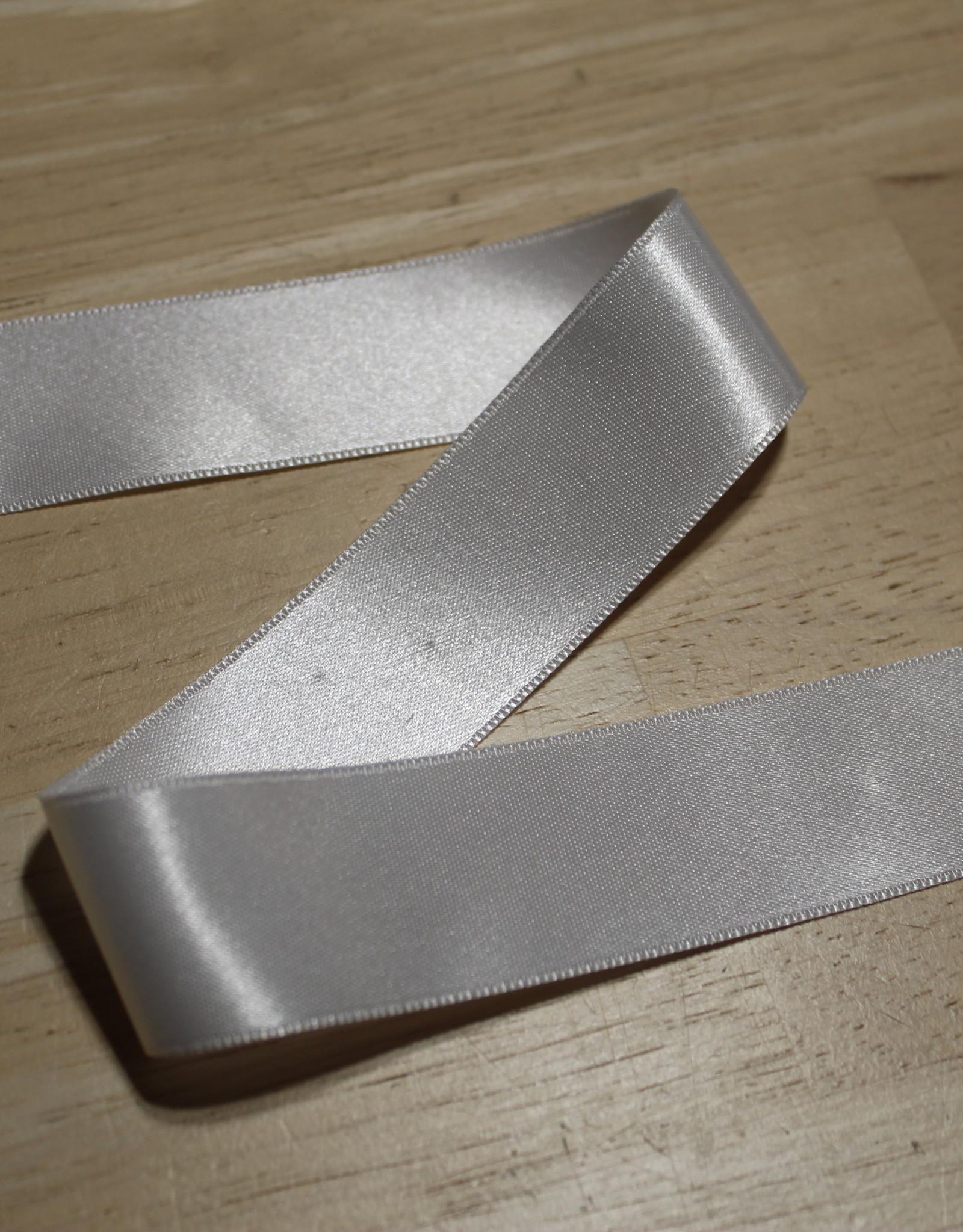 Dubbelzijdig satijnlint 25mm wit col.009