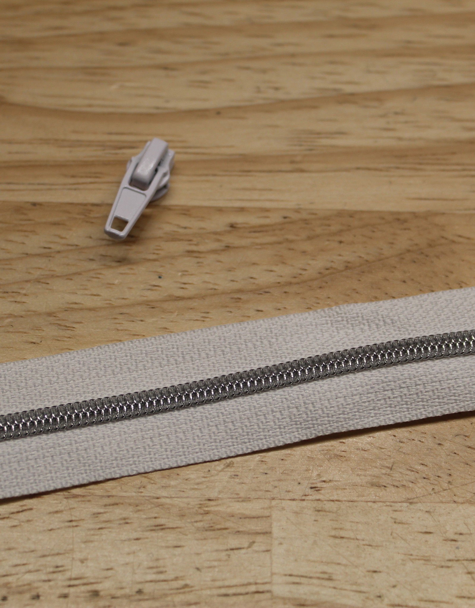1m metallic rits aan de meter 4mm : wit met zilver (incl. 3 schuivers)