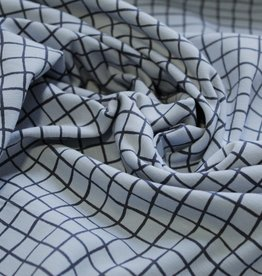 swafing Veronika lichtblauw tricot met navy ruitjespatroon