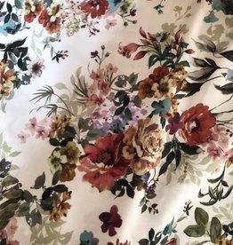 Viscose offwhite met kleurrijke digitale bloemenprint