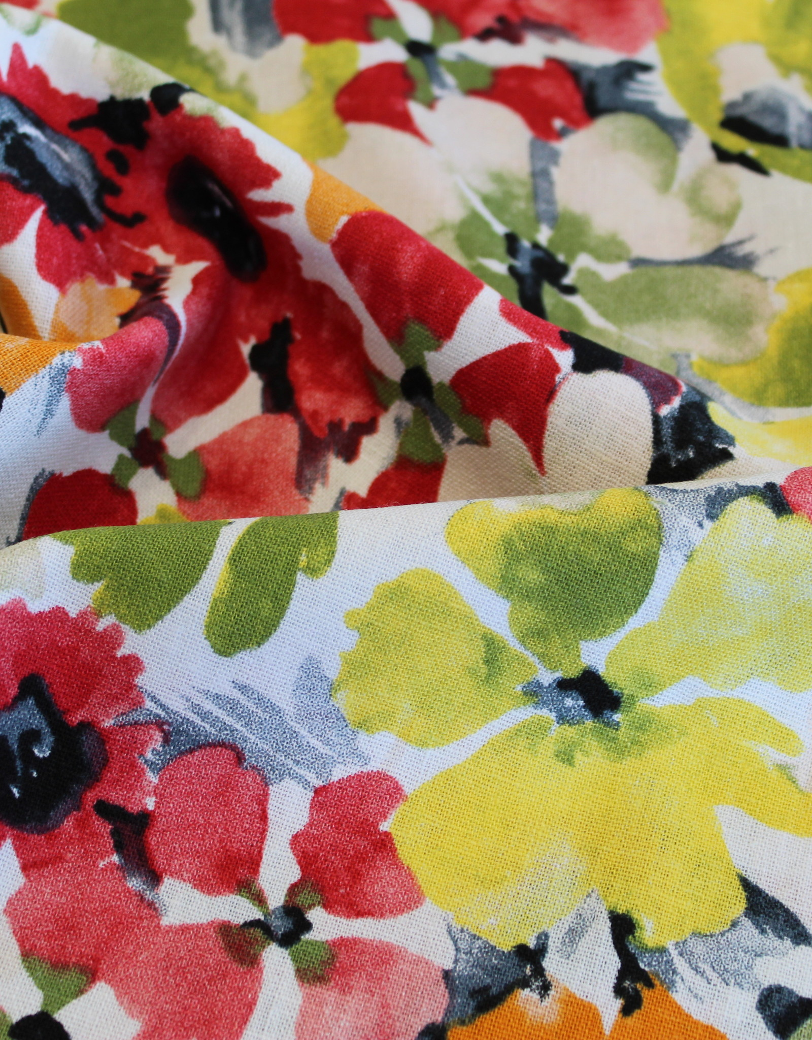 Linnen viscose bedrukt met grote bloemen rood/groen/oranje/geel