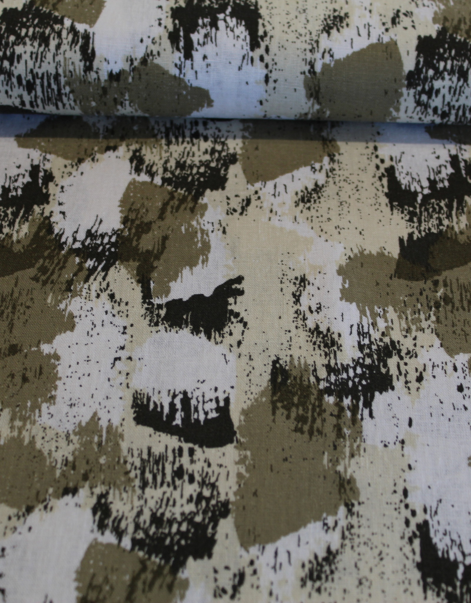 Linnen viscose bedrukt met kaki camouflage vlekken