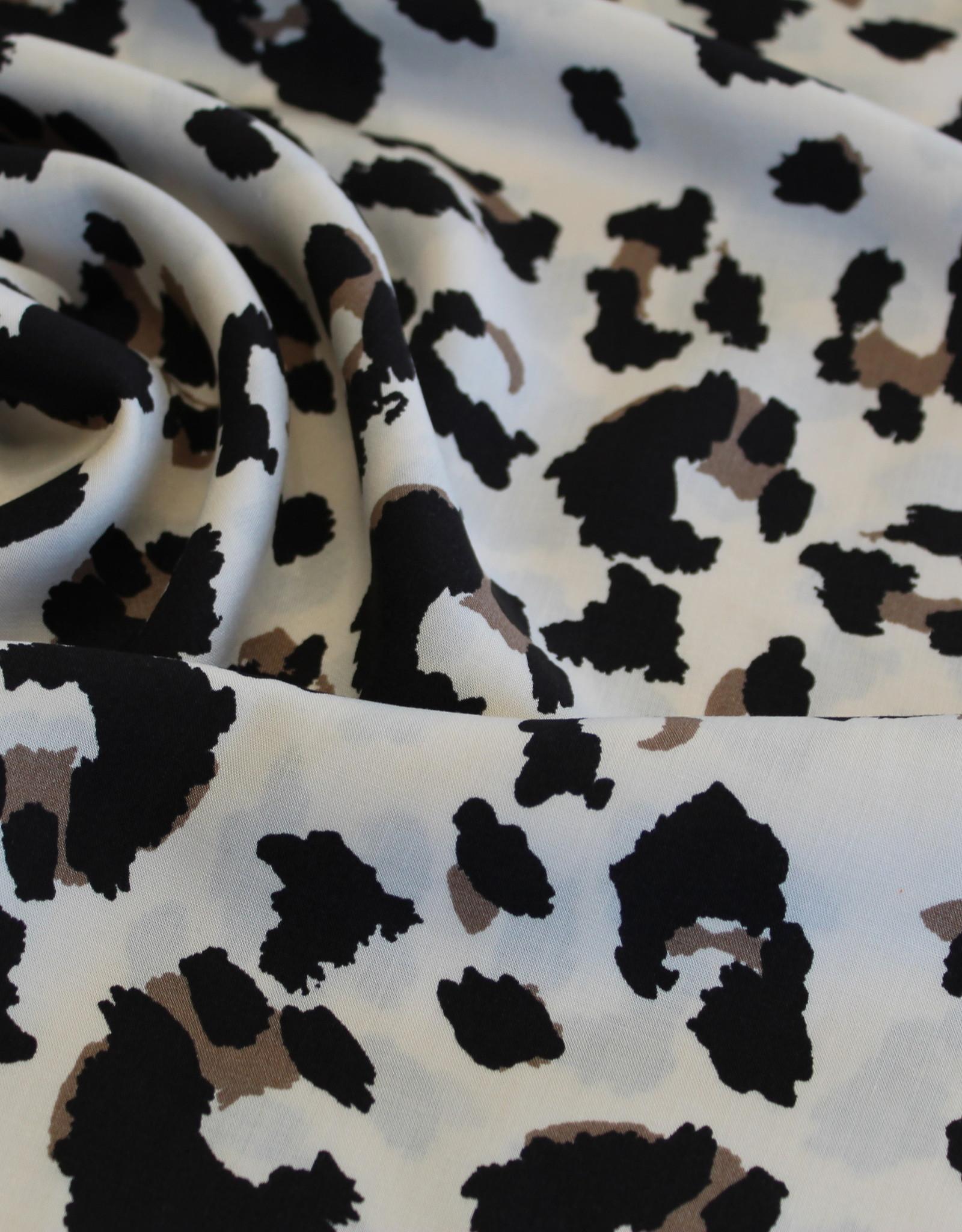 Viscose bedrukt lichtbeige met dierenprint leopard