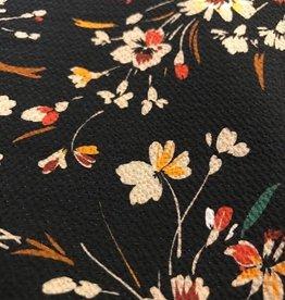 Crèpe met structuur zwart met bloemenruikers