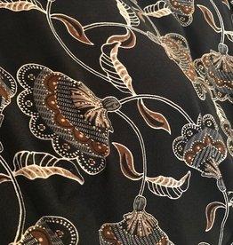 COUPON 40x150 cm Zeer elastische stretch crèpe zwart met schelpjesbloem en goldfoil accent