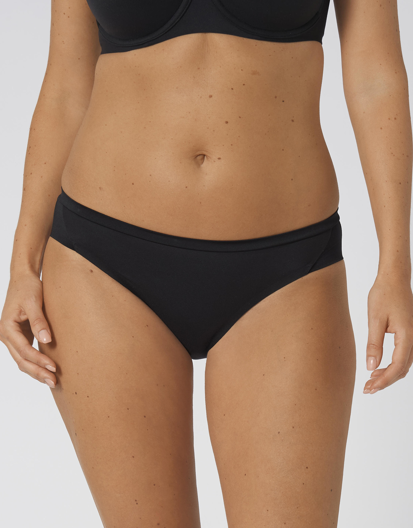 Triumph Body Make-Up Soft Touch Tai, black