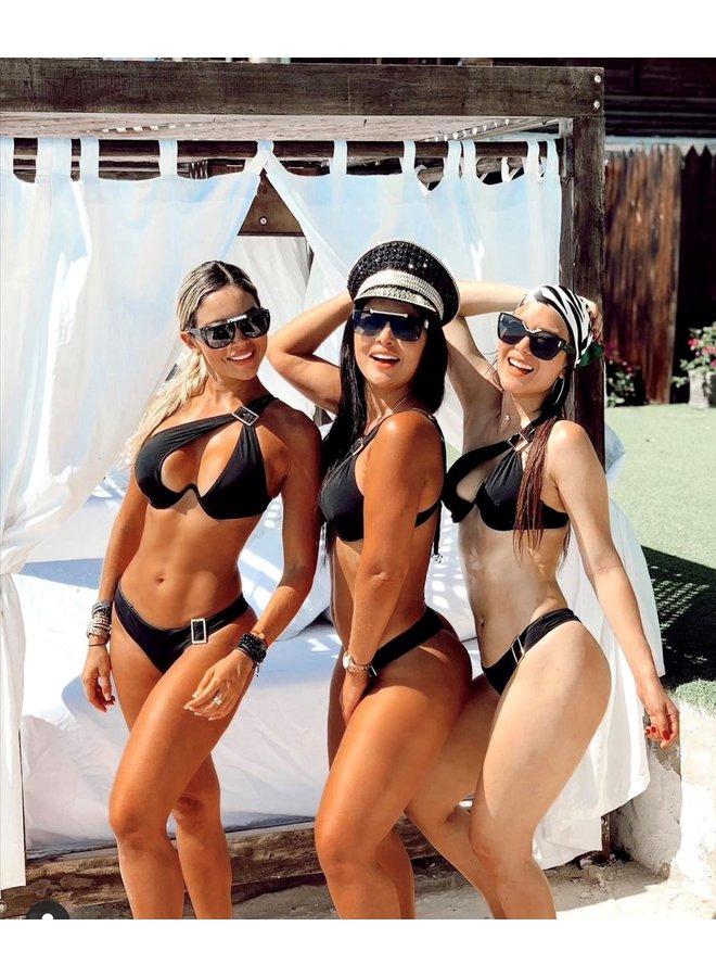 Op zoek naar een zwarte  bikini ?