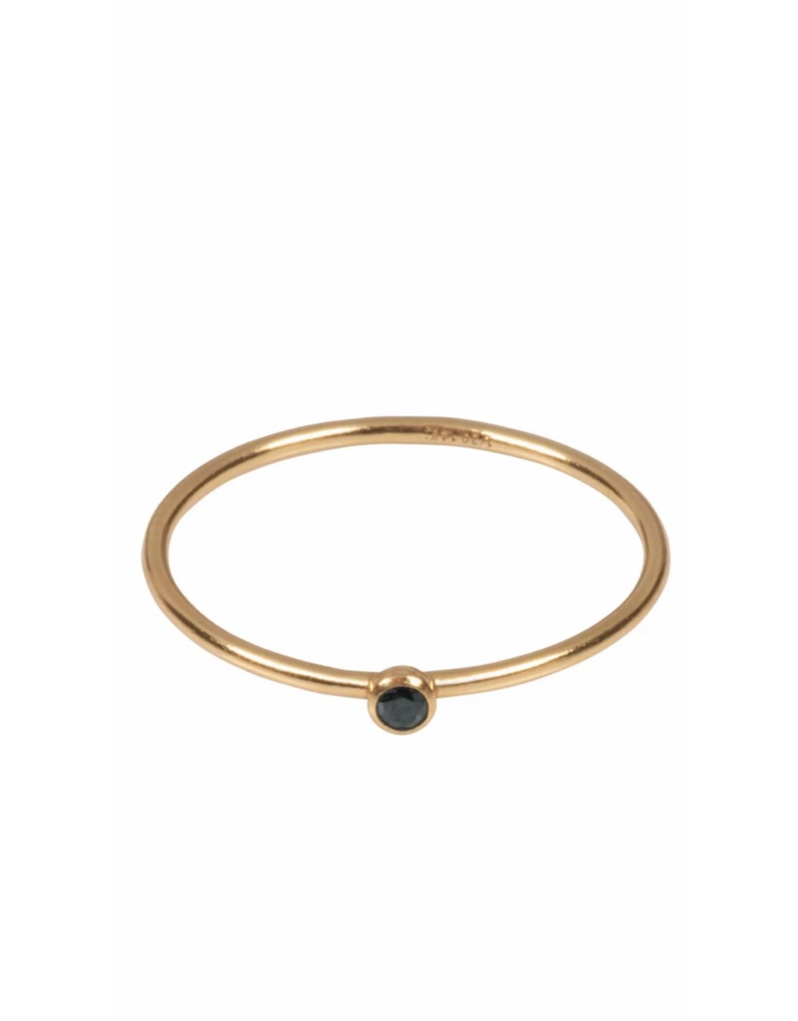Fijne ring zwart steentje