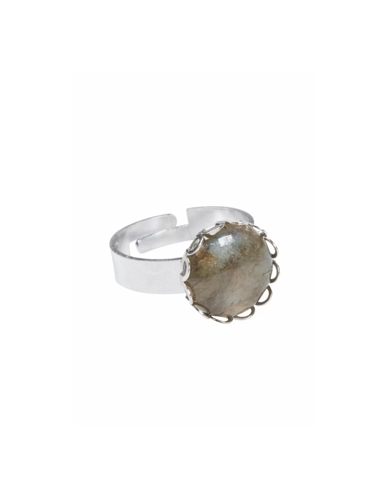 Ring in zetting grijs