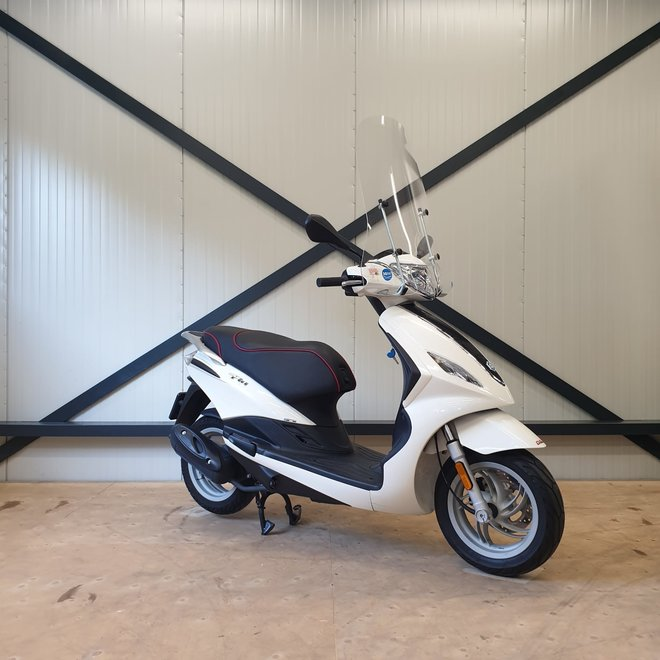 Piaggio Fly snorscooter
