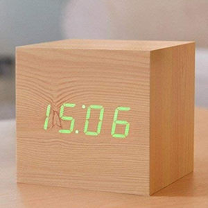 Cube Beech Click Clock / Green LED