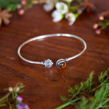 India - Jewellery & Gifts Leaf & Stone Bracelet