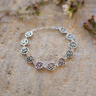 India - Jewellery & Gifts Silver Om Circle Bracelet