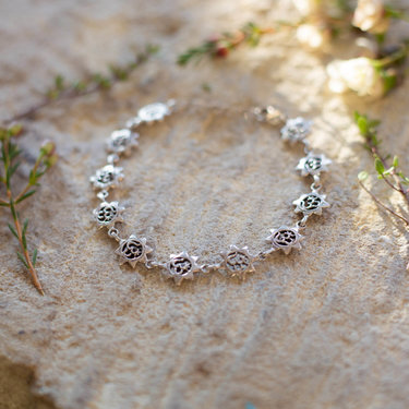 India - Jewellery & Gifts Silver Om Star Bracelet