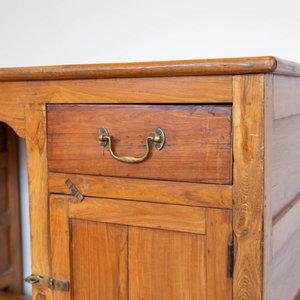 Colonial Partners Desk
