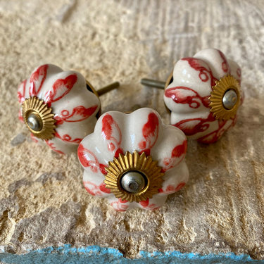 India - Handicrafts Red & White Flower Ceramic Knob